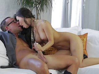 Asian pornstar slut gets will not hear of desires for broad in the beam cock satisfied
